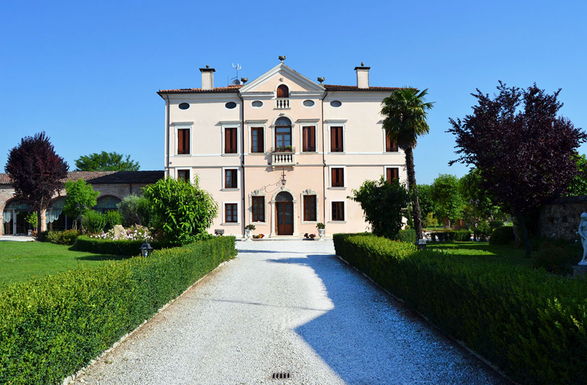 Affordable la villa with esterni di ville for Case in stile villa italiana